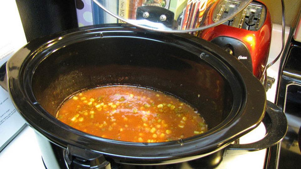 電気鍋でスープを美味しく作るコツは「水分量を控えめにすること」