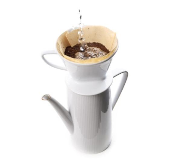 ドリップする前にフィルターをお湯ですすぐとコーヒーがよりおいしくなる