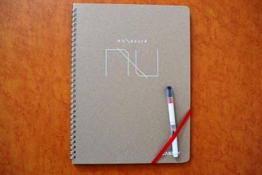 屋外でも即興ブレスト会議! リングノートタイプのホワイトボード「NUboard(ヌーボード)」