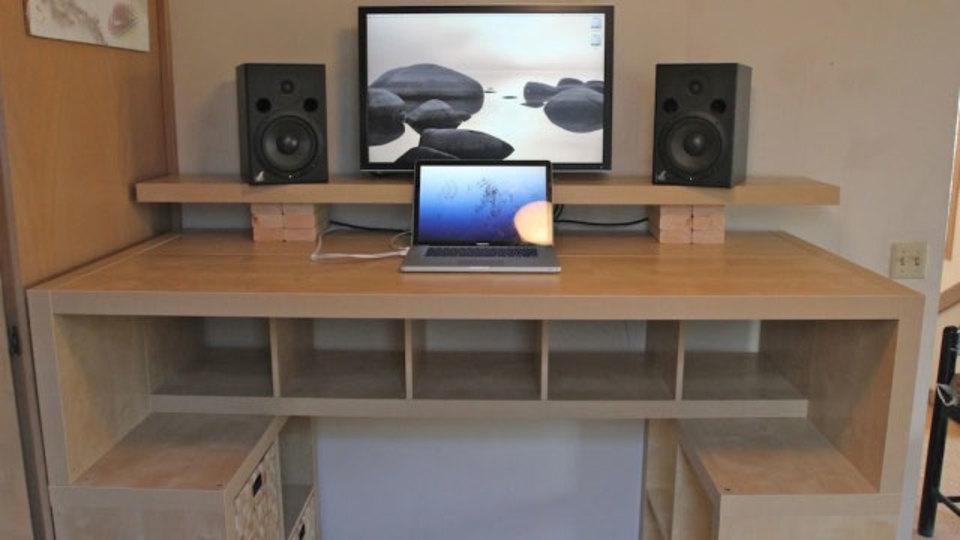 仕事場探訪:デスク、収納がひとつになった立ち机をIKEAの棚でDIY