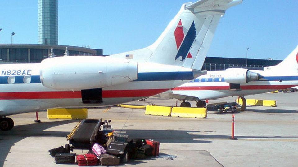 飛行機でチェックインする荷物へのダメージを最小限に抑えたいなら「四輪ホイールスーツケース」