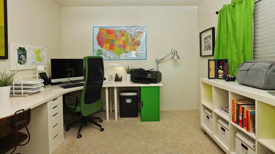 仕事場探訪:賃貸暮らしでも工夫次第でクリーン&グリーンにカスタマイズ