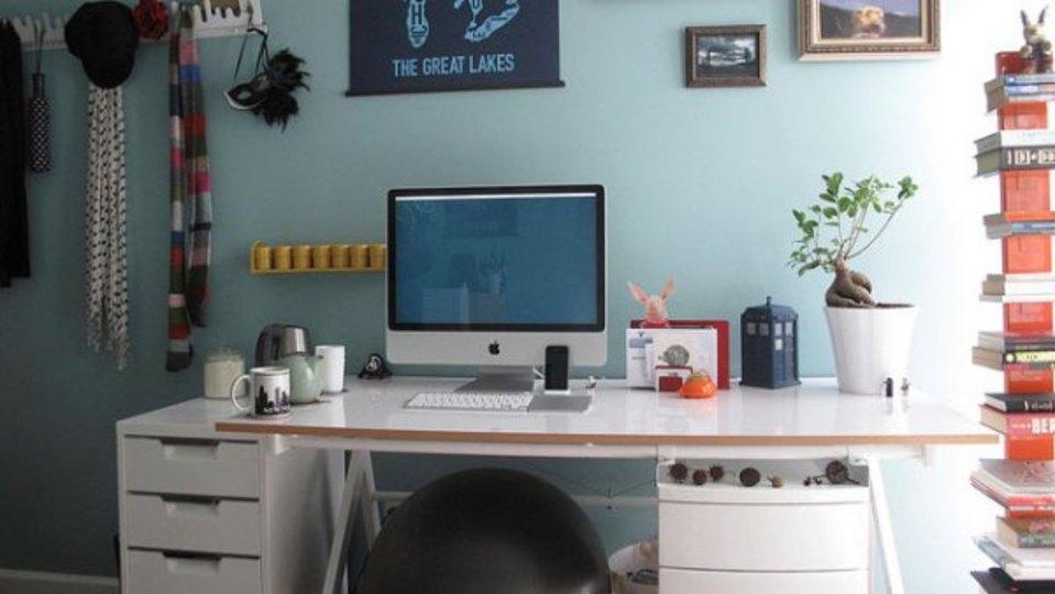 仕事場探訪:デスク周りは自分らしく~遊び心を効かせてみませんか?