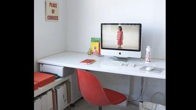 仕事場探訪:デザイン会社「Swissmiss」風ミニマルインテリア