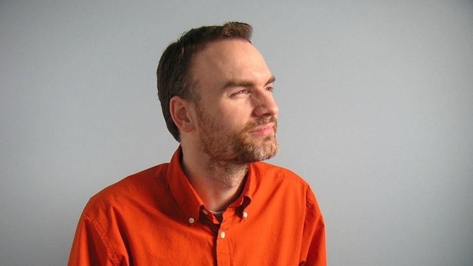 良いポートレート写真を撮影するコツは「ほんの少し目を細めて、顎を少しだけ出す」