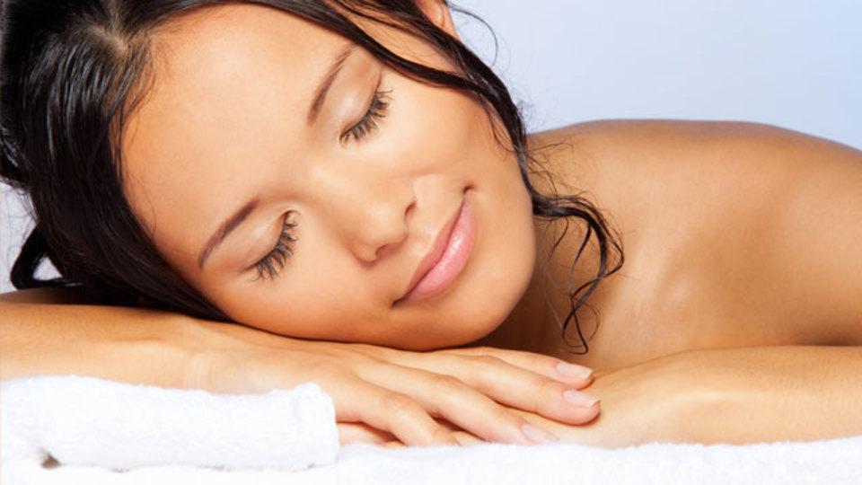 寝る前にシャワーやお風呂でほどよく体を温めると寝付きがよくなる