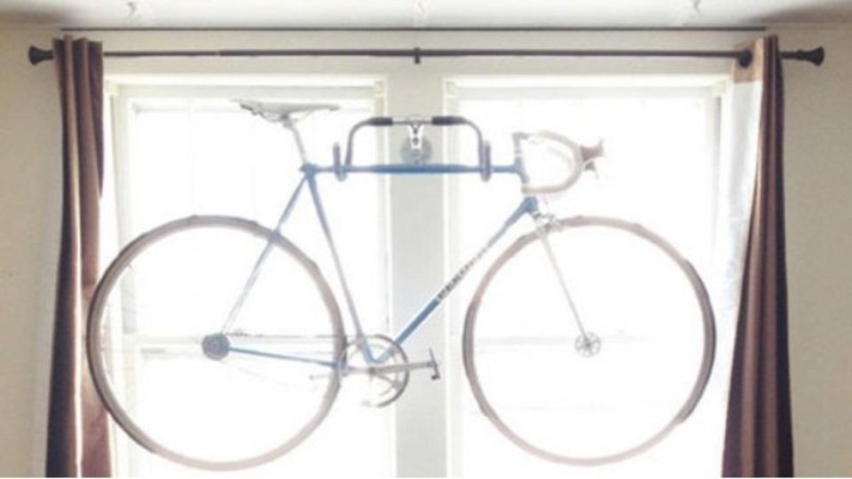 超カンタン!古い自転車のハンドルで自転車ラックをDIYする方法
