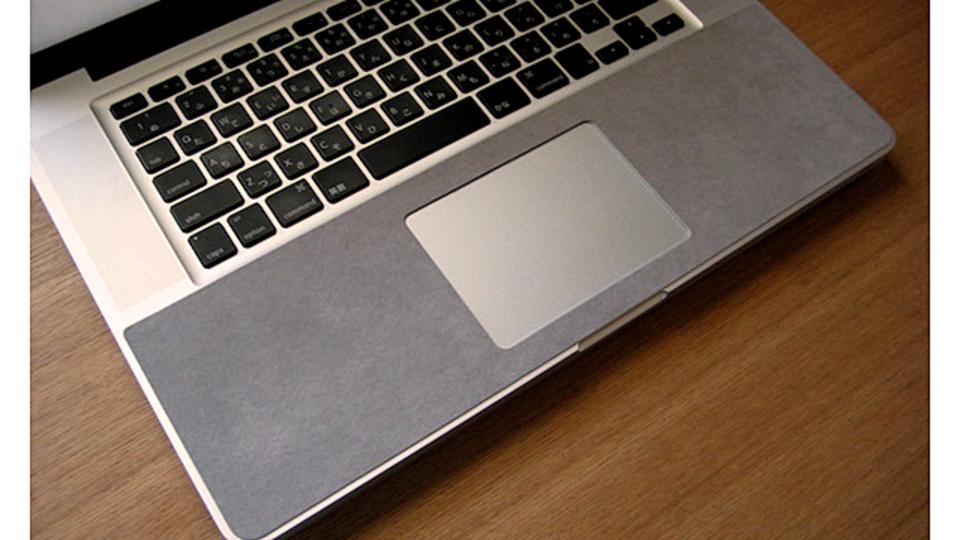 MacBook Proのパームレストの熱を緩和するグッズ「リストラグ」で夏も快適!