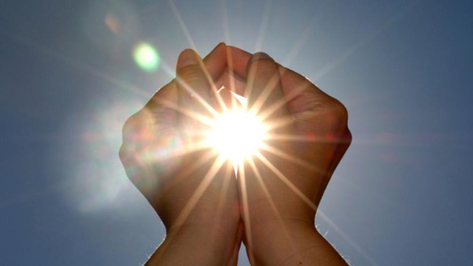 この季節の気分の落ちこみには「光」が効く