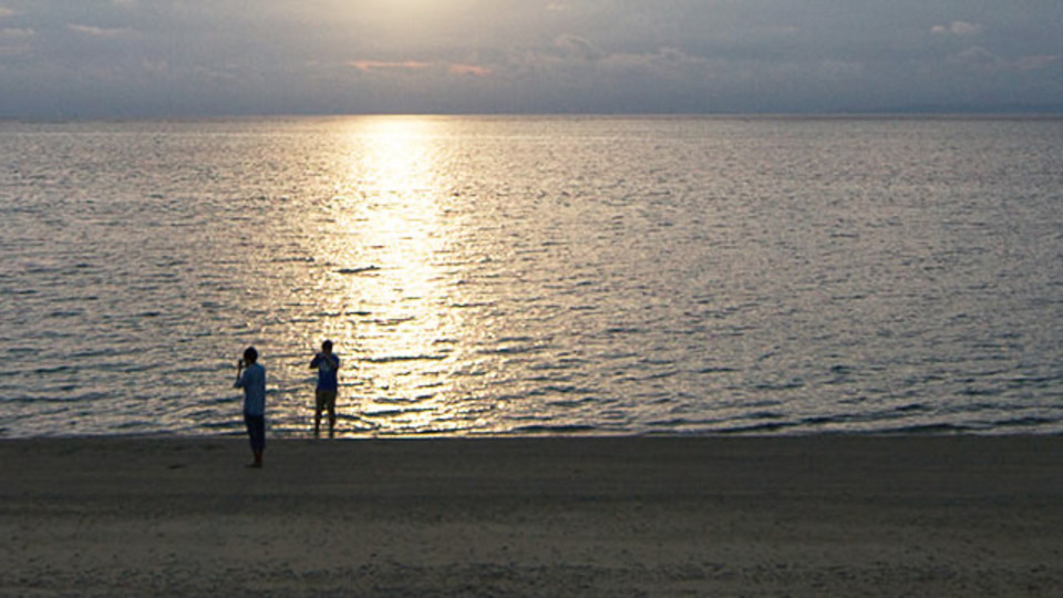 沖縄の砂浜にあなたの気持ちを描いてくれるサービス「SAND MESSAGE」