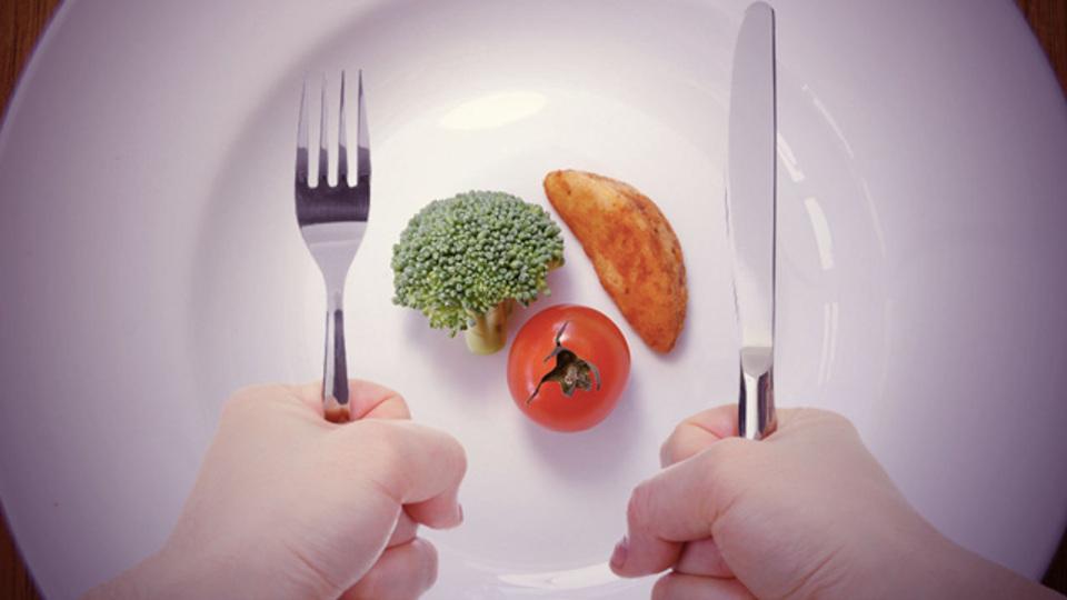 食べる量を自然と減らすヒント