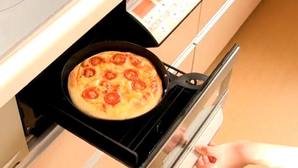 自宅で本格ピザを焼くには「魚焼きグリル」が最適