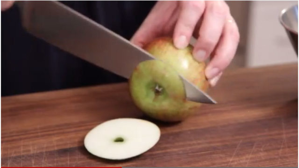 プロっぽくリンゴの皮をむく方法