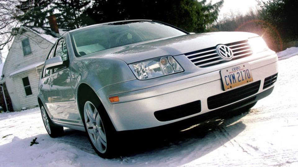 冬の朝に車のフロントガラスを凍らせないための簡単な準備