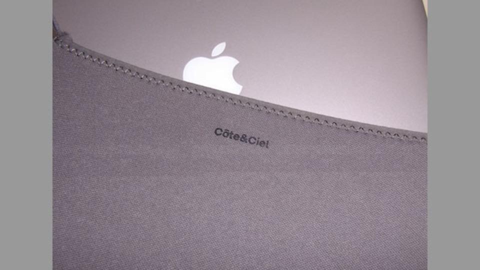 ぴったりフィットで場所を取らないMacBook用インナーケース