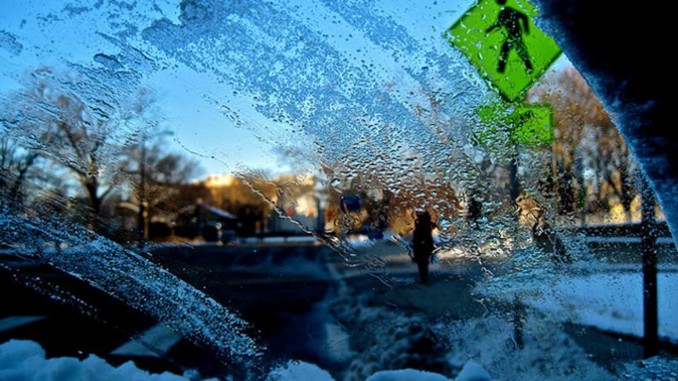 車のフロントガラスの氷対策に「酢」を使うべし