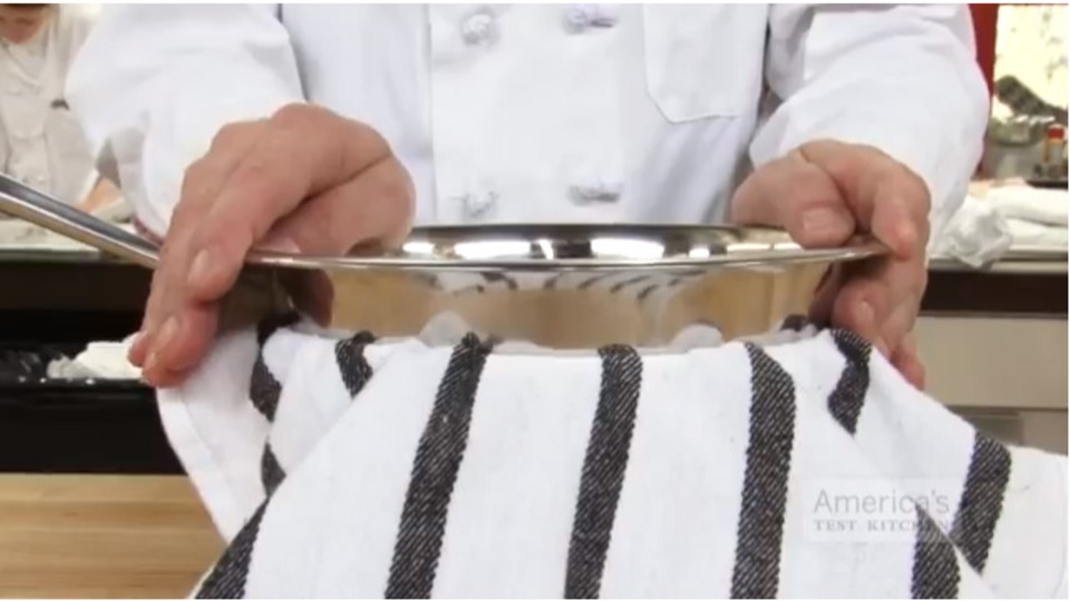 手際よく料理! 手を使わずにボウルを固定させるワザ