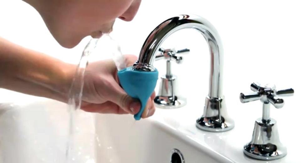 指でキュッとしぼって水栓からそのまま口がゆすげる便利アイテム