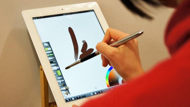 絵筆型スタイラス「Sensu Brush」なら絵の具が尽きることなくお絵かきできる