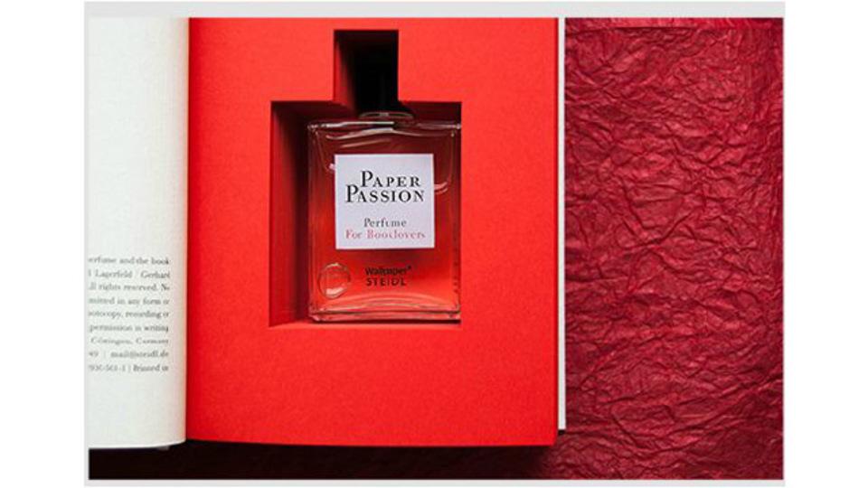 すべての本好きへ贈る...「印刷したての本」がモチーフの香水「Paper Passion」