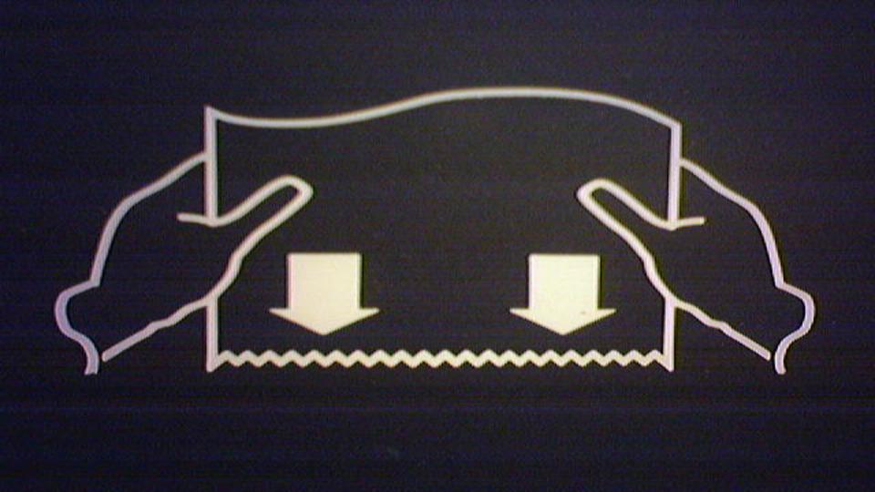 手を洗った後はハンドドライヤーよりもペーパータオルを使った方が良い理由