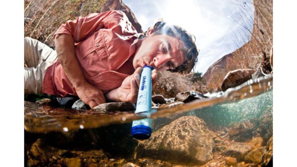 濁った水を飲料水に変えるストロー