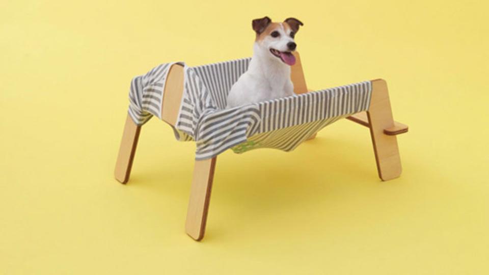 その名も「ワンモック」! 犬用ハンモック(DIY用の図面あり)