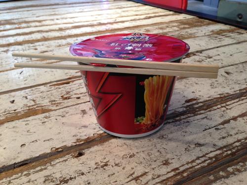 130122cup_noodle_chopsticks_5.jpg