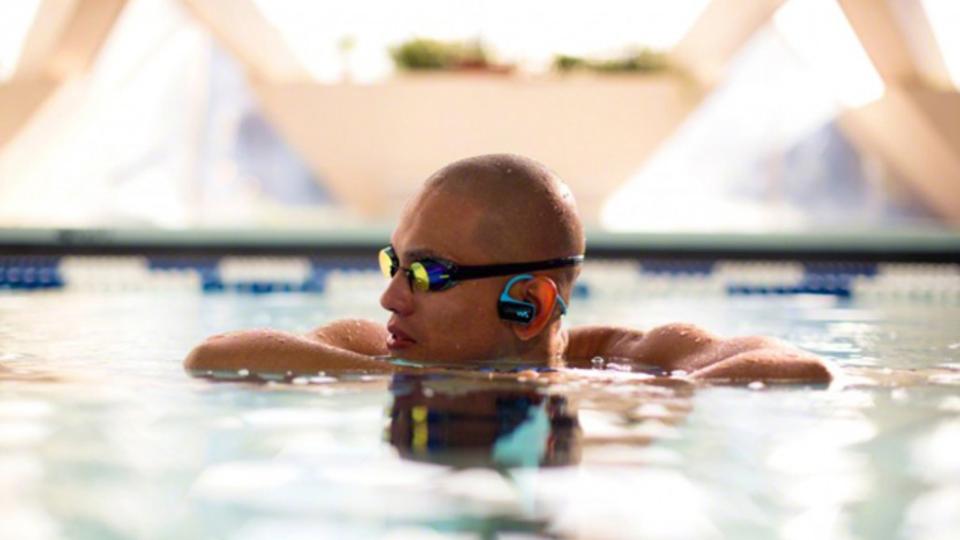 防水性と装着性を強化! 泳ぎながら音楽が聞ける「ウォークマンWシリーズ」