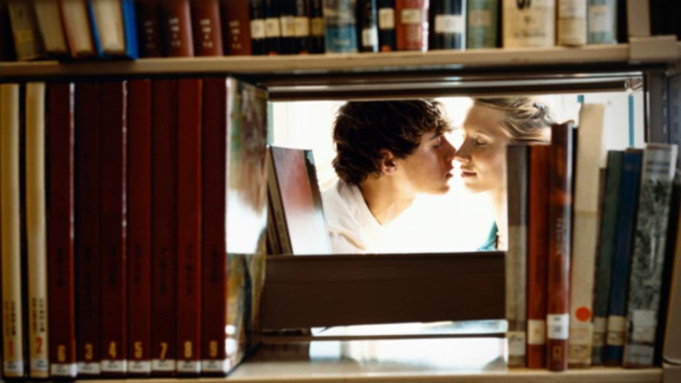 2段になった本棚の後ろ側を表示する『twinBookshelf』(SimpleStyle第145回)