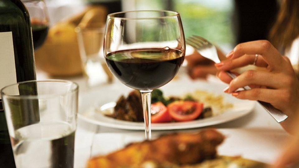ワインを飲むと頭痛になる理由と、簡単に解消する方法