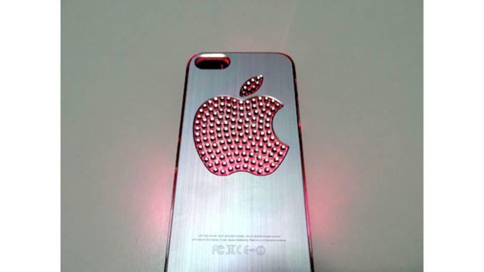リンゴマークが七色に光るiPhone 5ケースを韓国土産にいかが?