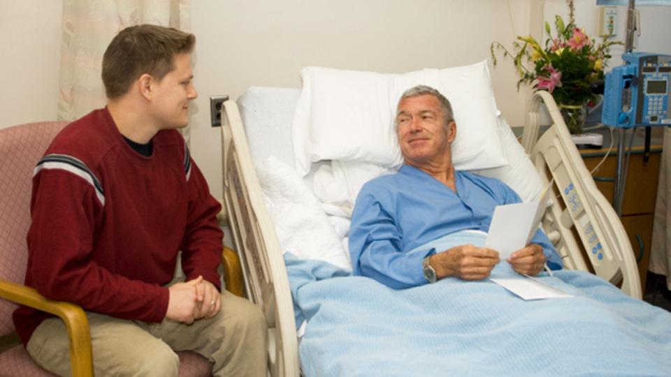 気を遣い過ぎずに病気療養中の人と会話を楽しむポイント