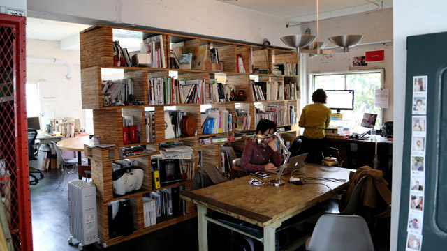 固定デスクのスペースには、建築家、デザイナーやアメリカ発の社会起業家チームChange.orgが席を構えていました