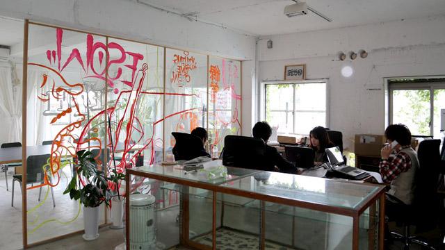 スタートアップ企業Resorzのオフィス。左奥は卓球台にもなるミーティングスペース