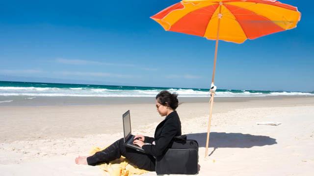 パソコンを連れて海外旅行に行く際の注意点3つ