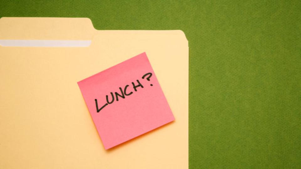 昼食時に社内でプロジェクトを発表する7つの理由