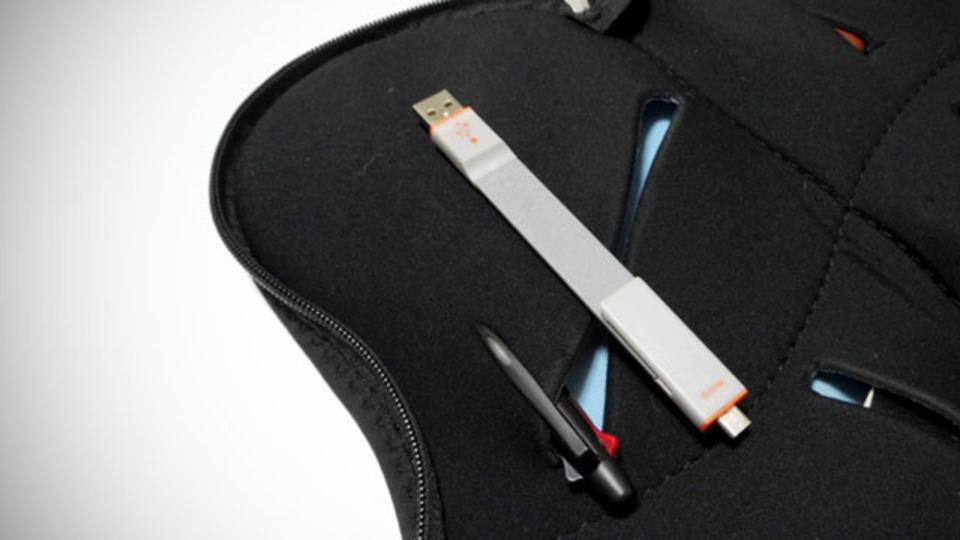 携帯性抜群のUSBケーブル。ペン感覚でスッキリ持ち歩ける「AViiO READY CLIP」