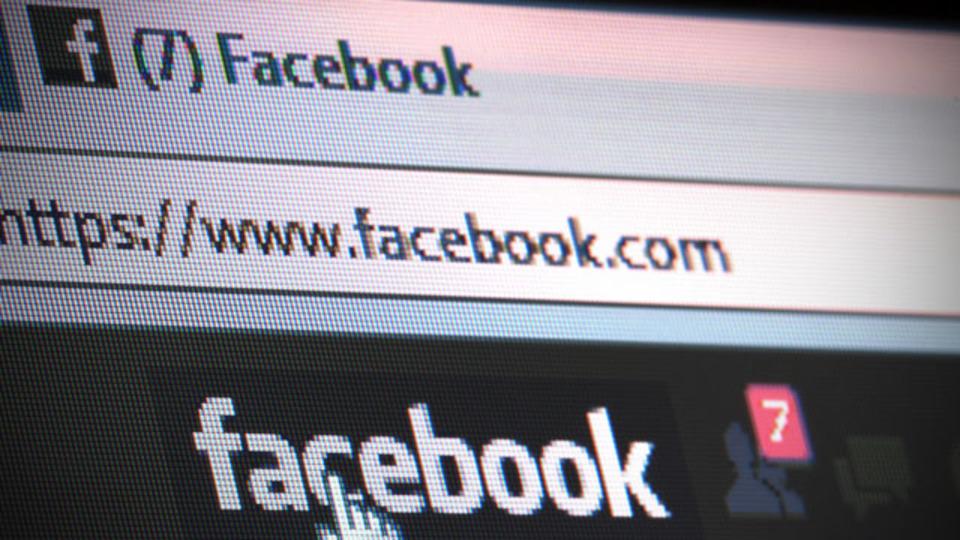 Facebookで「開封」してしまったメッセージの開封マークを消す方法