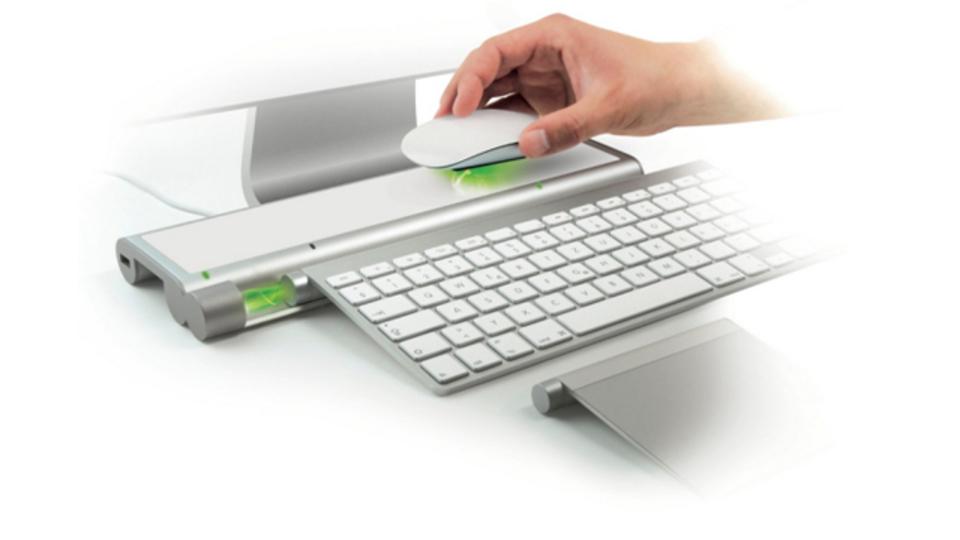 iMacのマウスやキーボードをワイヤレスチャージできる「Magic Feet」