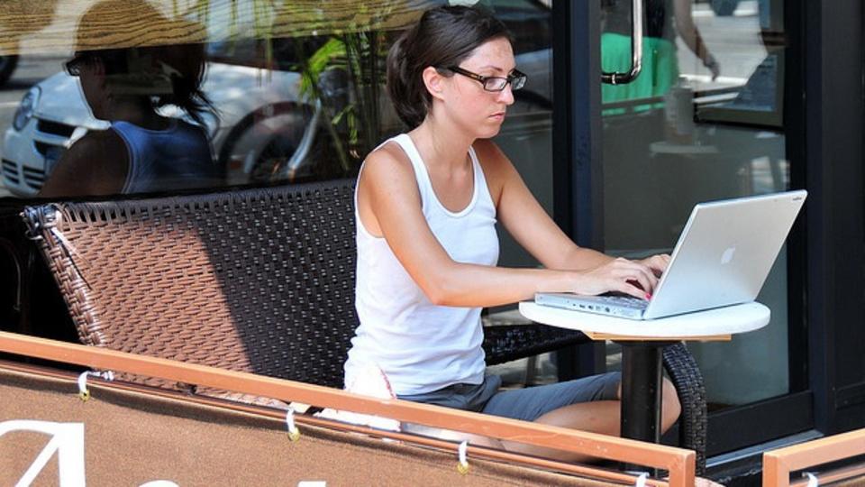 カフェなどの無料Wi-Fiでは、どのくらいセキュリティ対策をするべき?