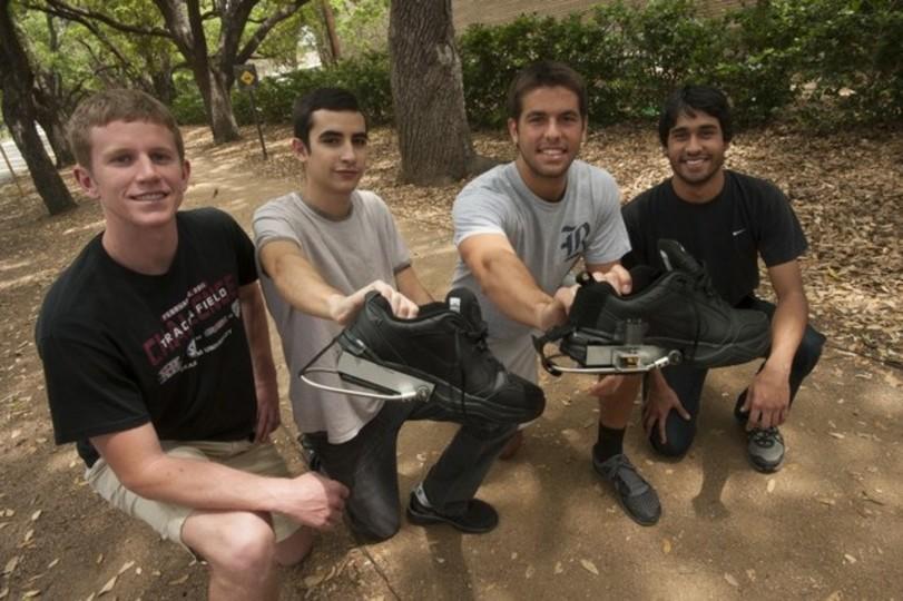 「歩くだけで発電できる靴」を開発中、将来は医療機器に応用へ