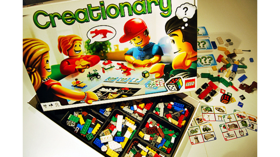 お題をレゴで作って答えるボードゲーム「クリエイショナリー」