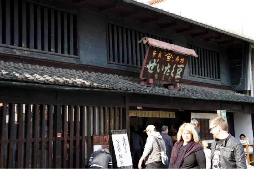 海外で暮らすアノ人に...。お手軽価格でかさばらない、日本のお土産たち