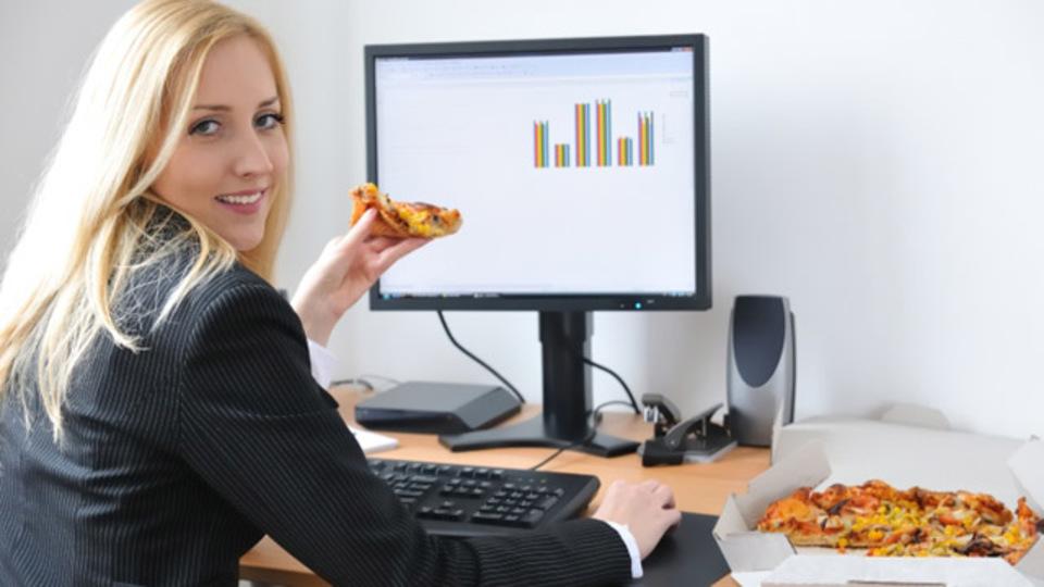 ながら食いのあなたへ:コンピュータの周りを汚さない食べ物は!?