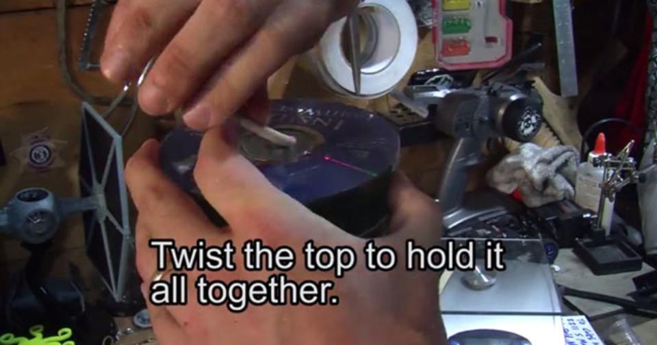 使わなくなった大量のCD、どうしてる? 照明器具にDIYするアイデア