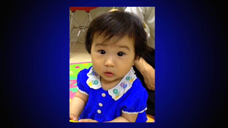 赤ちゃんのカメラ目線、いただき! なんの音かな?って間に撮影するカメラアプリ『EyeCam』
