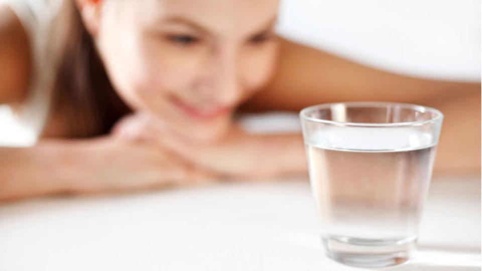 水も選び方が肝心:疲れに効く水、赤ちゃんに与えてはいけない水
