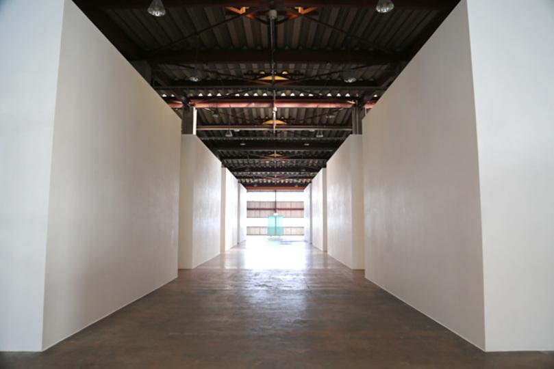 なぜ「TOLOT」は500円フォトブック工場の2階で5000万円の作品を売るのか? 現代美術専門ギャラリーを開いた理由