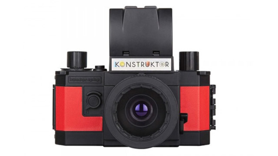 プラモデルのように組み立てる一眼レフカメラ「Konstruktor」